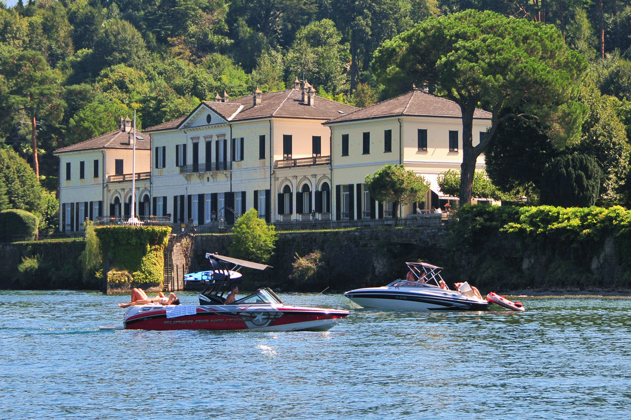 Navigation Rules on Lake Como