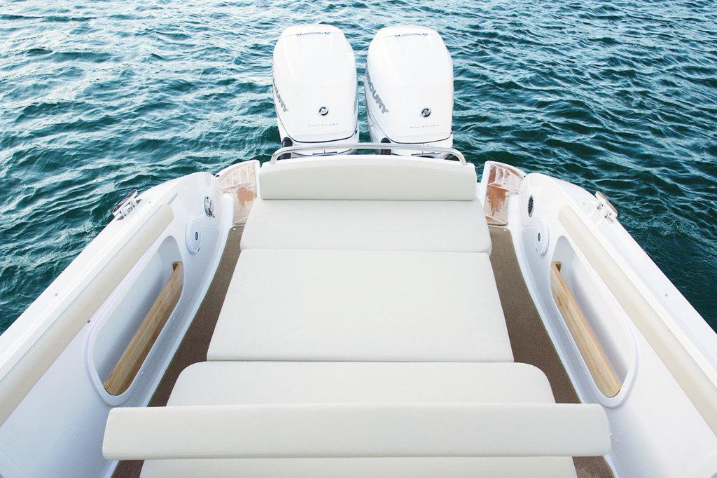 Comitti Isola 33 to sell lake Como