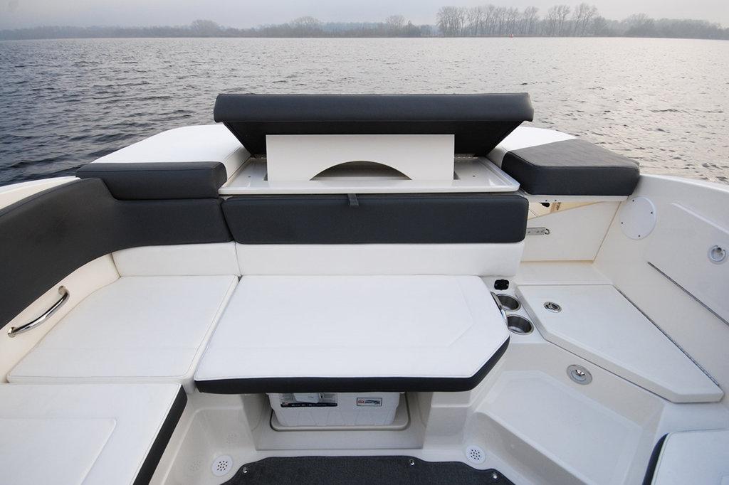 Sea Ray 230 SPX to sell lake Como